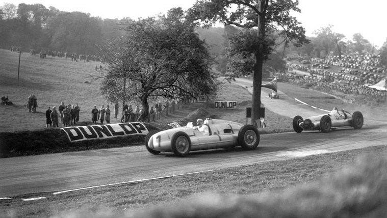lat-archive-incredible-pictures-of-pre-war-donington-park-racing