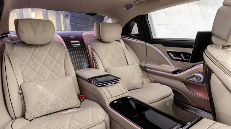 A Mercedes-Maybach S680 utastere